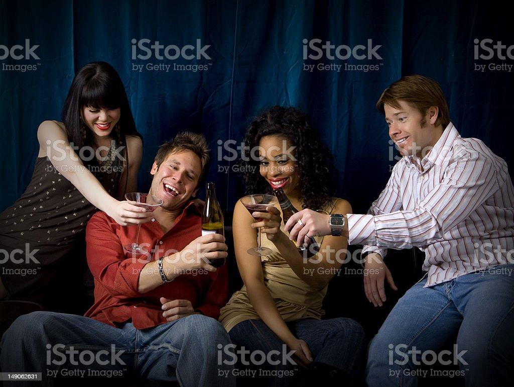 Amigos en un club foto de stock libre de derechos
