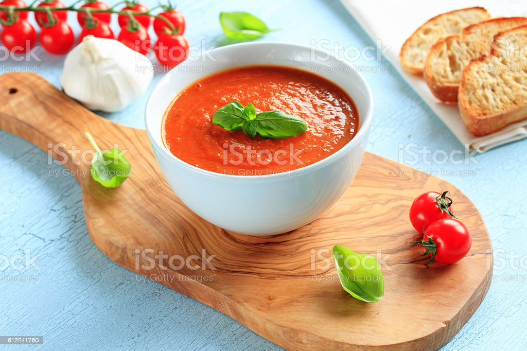 frische tomatensuppe stock photo