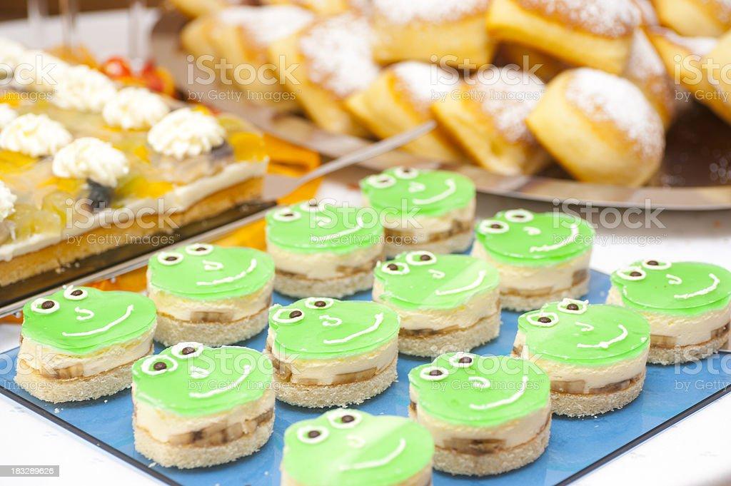 frog cake for child birthday - Froschkuchen stock photo
