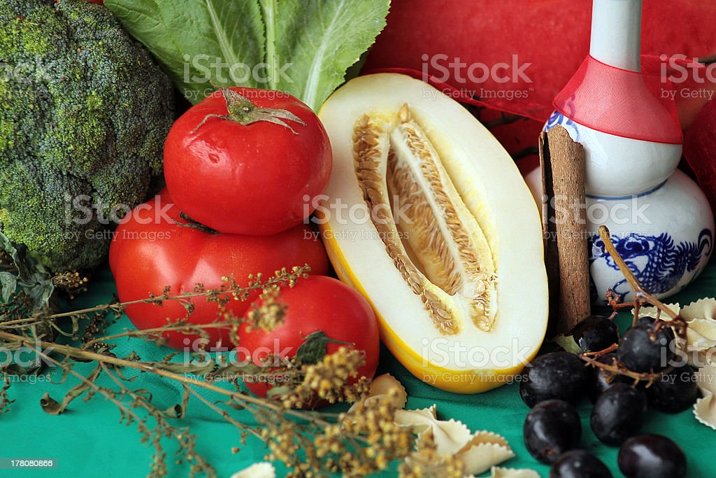 Natura morta di frutta e verdura foto stock royalty-free