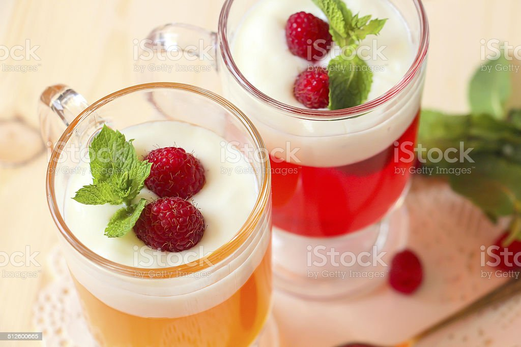 Плод jelly с йогуртом, raspberries and mint Стоковые фото Стоковая фотография