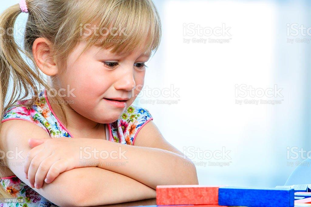 Frustré youngster de table de jeu. photo libre de droits