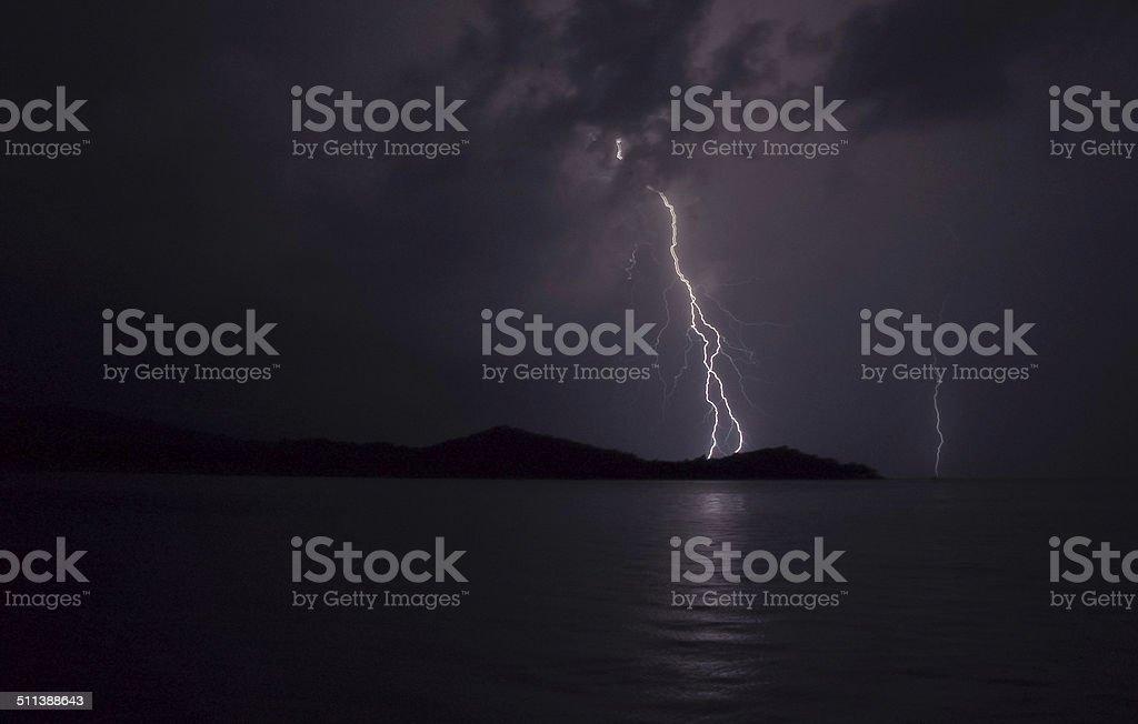 Fulmine sul mare stock photo