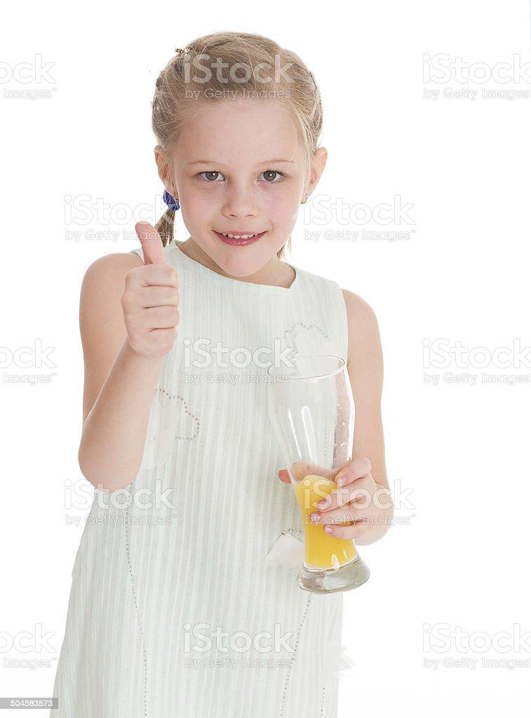 Drôle petite fille avec le pouce levé photo libre de droits