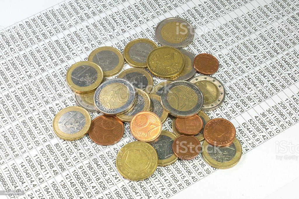 Geld und eine Statistik stock photo