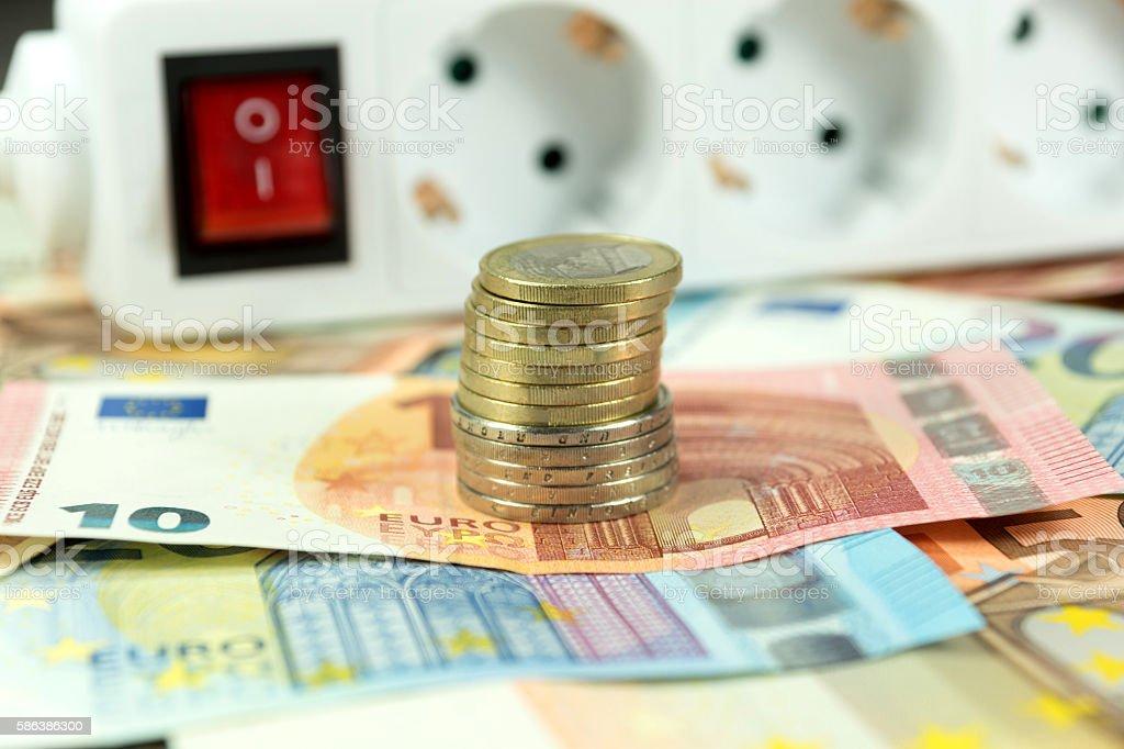 Geld und eine Steckerleiste stock photo