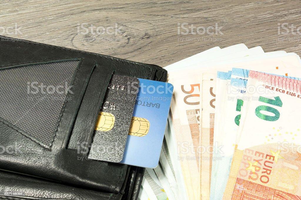 Geldbörse, Kreditkarten und Geld stock photo