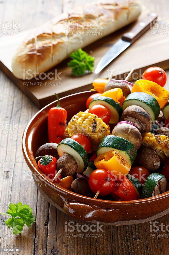 Gemüsespieße vom Grill stock photo