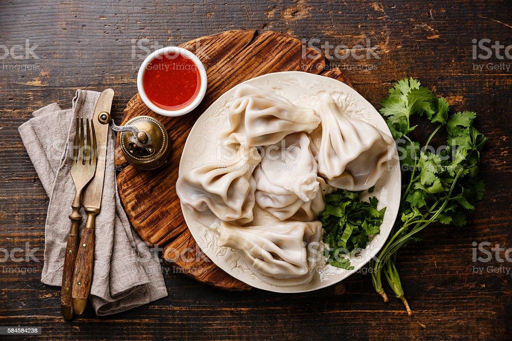 Georgian dumplings Khinkali with meat and tomato sauce – Foto