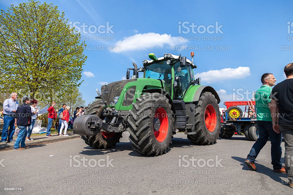 german fendt tractor drives on an oldtimer show stock photo