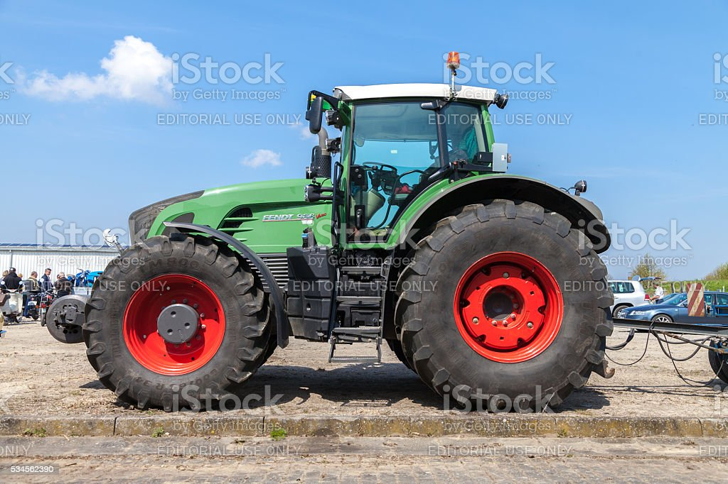german fendt tractor stands on an oldtimer show stock photo