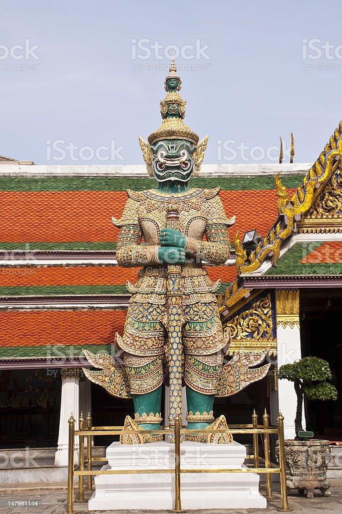 giant przy bramce grand palace (Wat Phra Kaew), Tajlandia zbiór zdjęć royalty-free