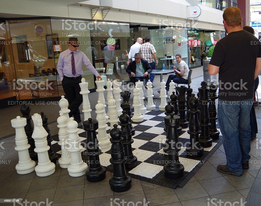 Tablero de ajedrez gigante foto de stock libre de derechos