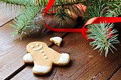 Gingerbread man cookie with broken arm