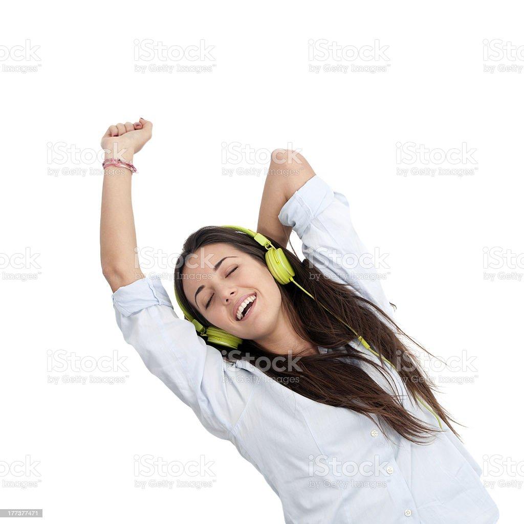 Fille danser sur la musique avec des écouteurs. photo libre de droits