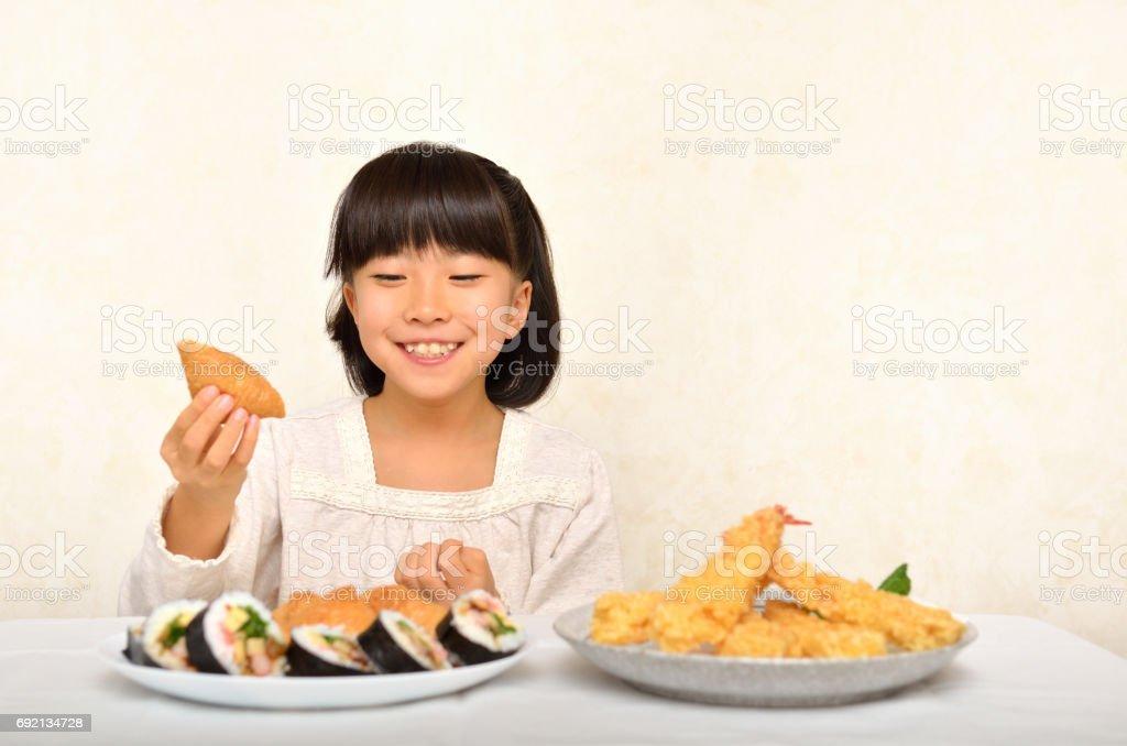 お寿司を食べる女の子 stock photo