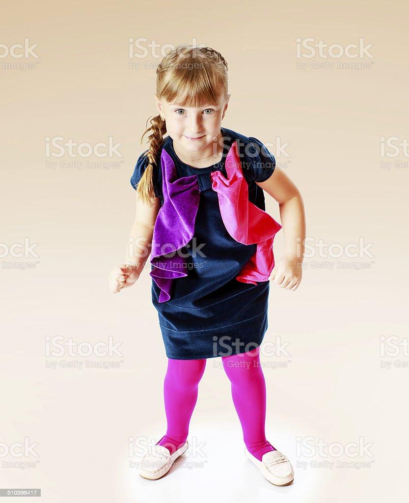 Fille dans une robe bleue photo libre de droits