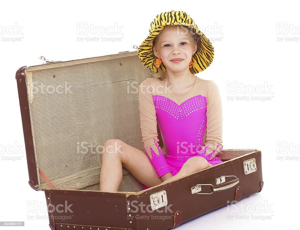 Fille dans une valise photo libre de droits