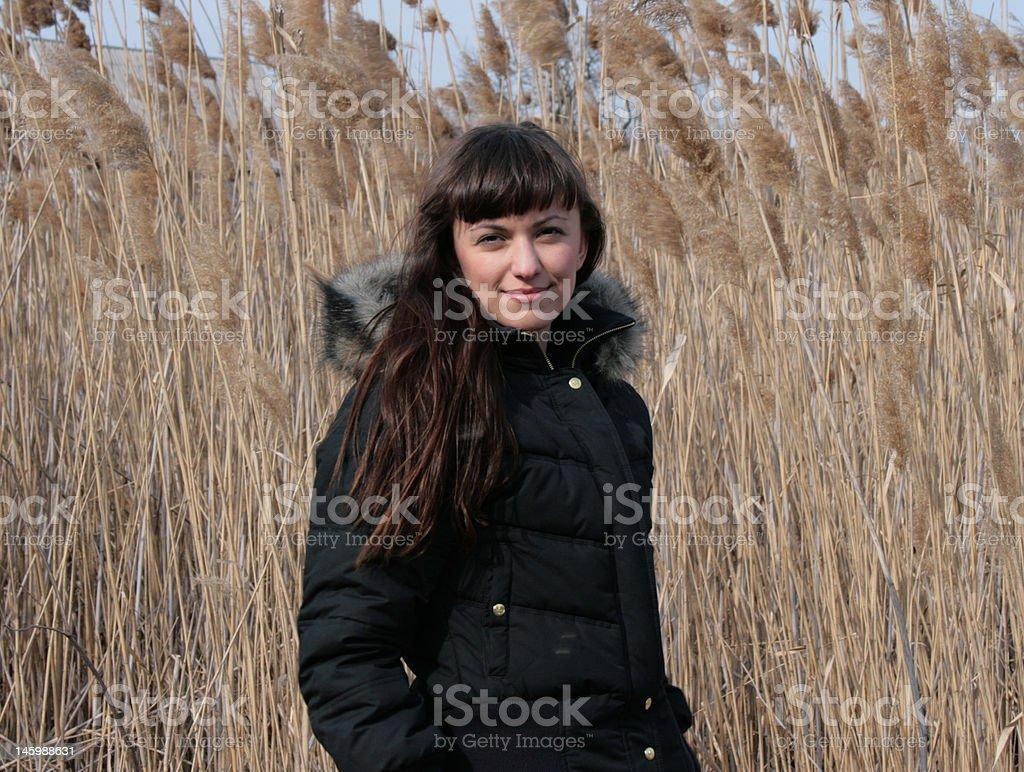 Mädchen in reed Lizenzfreies stock-foto