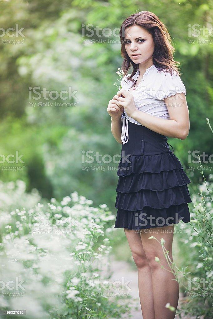 Ragazza di fiori bianchi foto stock royalty-free