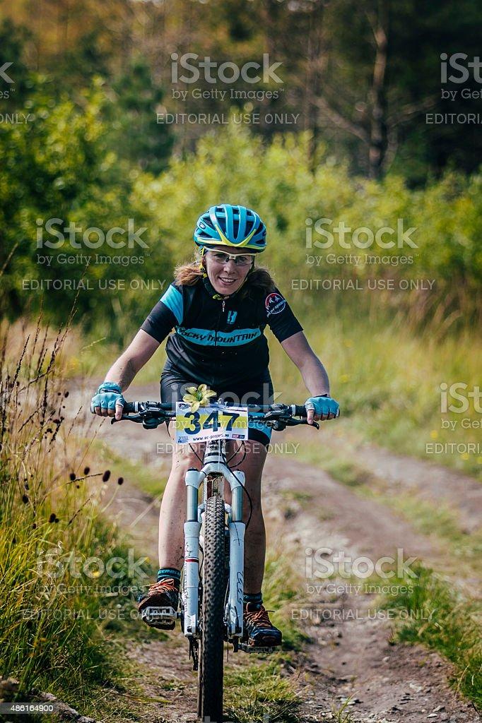 여자아이 레이서 자전거를 타고 royalty-free 스톡 사진