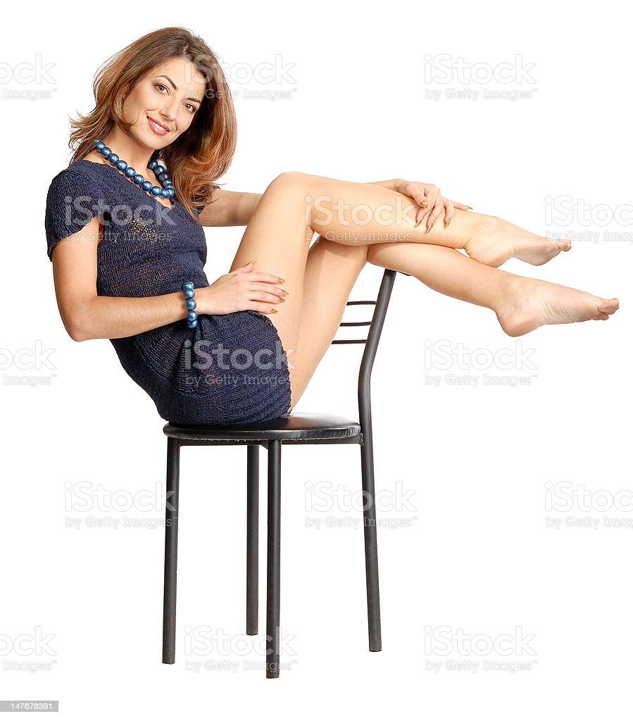 Uma menina sentada na cadeira foto de stock royalty-free