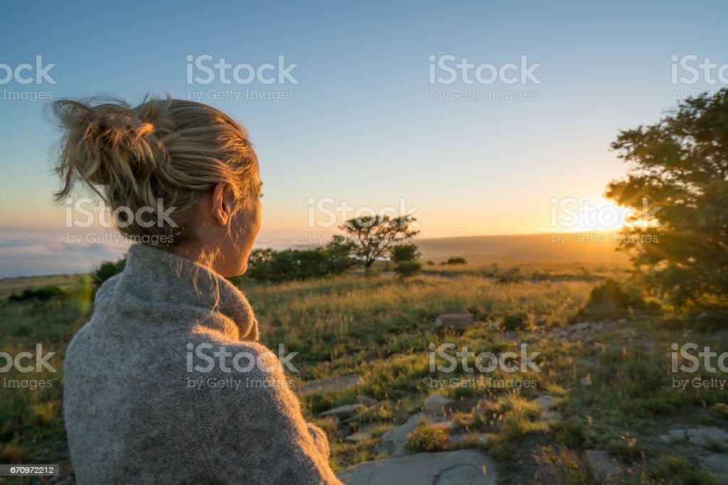 Girl watching sunrise in South Africa – Foto