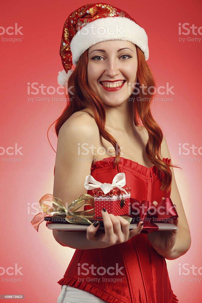 Mädchen mit einem Geschenk für das neue Jahr Lizenzfreies stock-foto