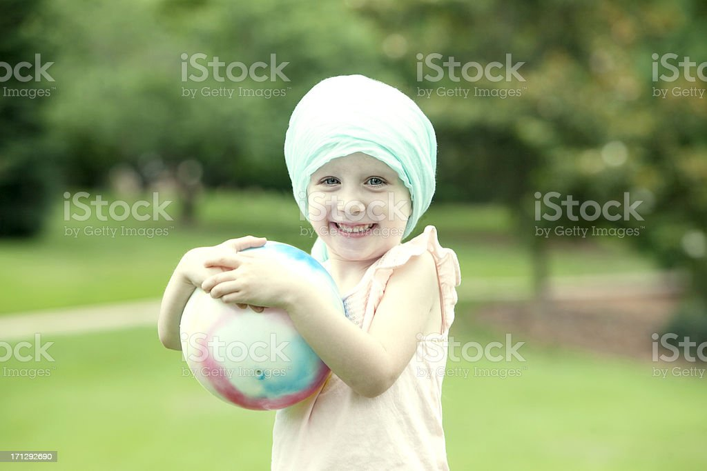 Девушка в парке рачком фото 97-581