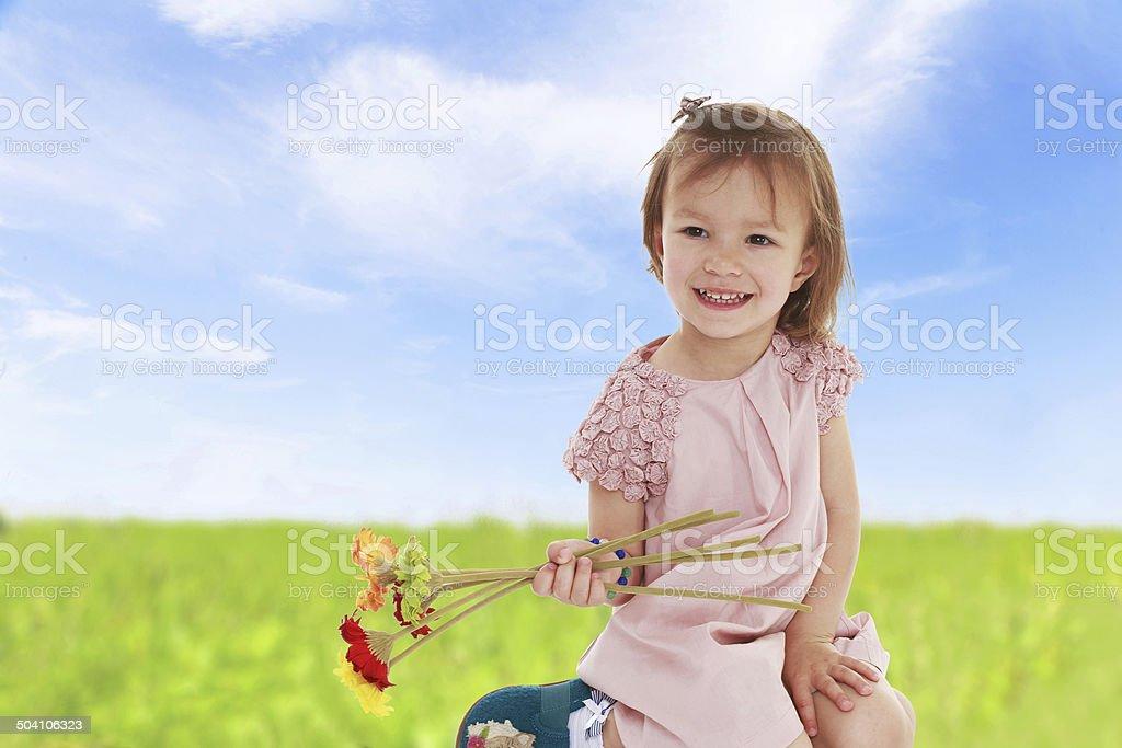 Fille avec des fleurs photo libre de droits