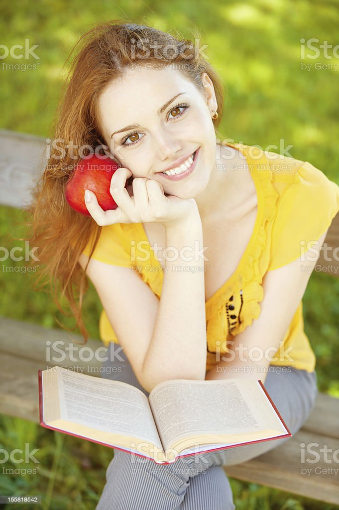 girl-student read the book royalty-free stock photo