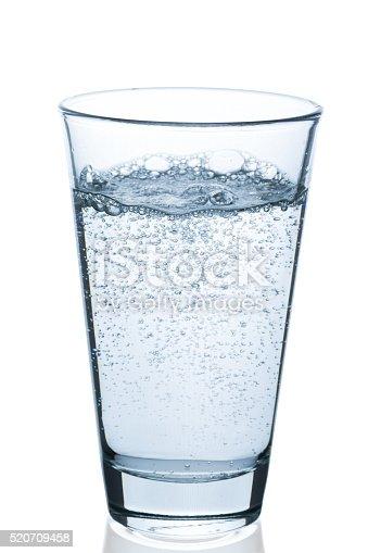 glas wasser sprudelnd stock photo 520709458 istock
