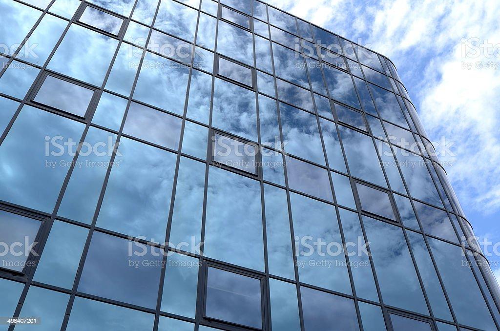 ガラスの正面玄関のオフィスビル。 ロイヤリティフリーストックフォト
