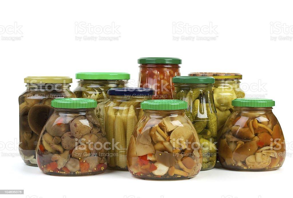 Boião de vidro com Marinado Legumes e cogumelos foto de stock royalty-free