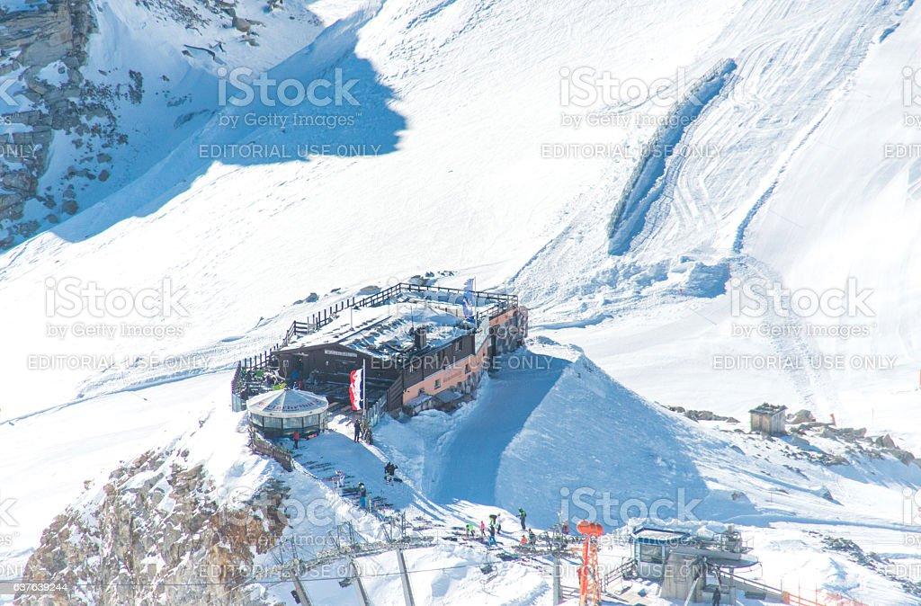 Gletscherhütte auf dem Gletscher Hintertux im Zillertal stock photo