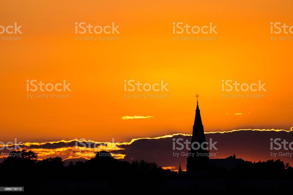 Église au couché du soleil stock photo