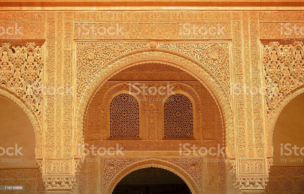 Golden Bögen und Fenster. Islamische Kunst. Alhambra Lizenzfreies stock-foto