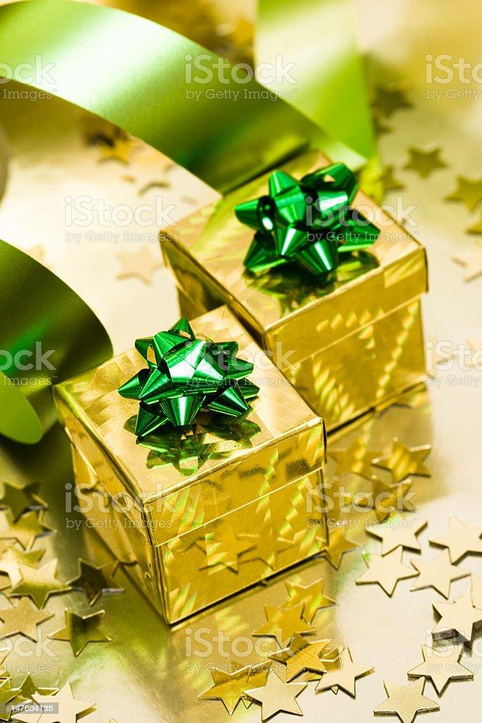Caixa de presente com fita dourada foto de stock royalty-free