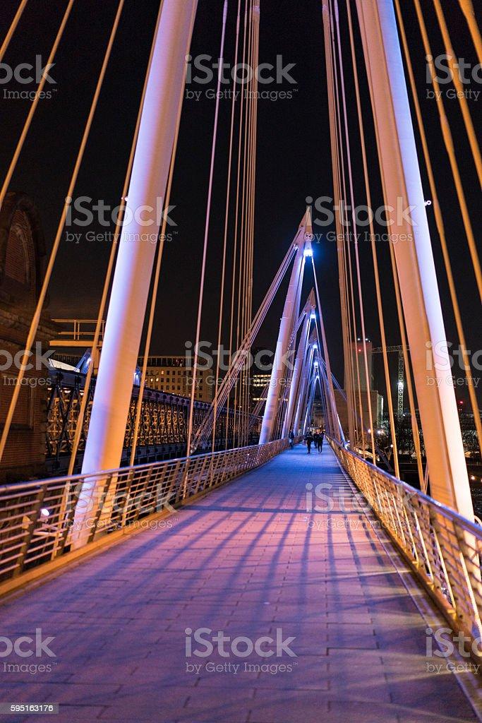 Golden Jubilee Bridge London by night colorful illuminated Lizenzfreies stock-foto