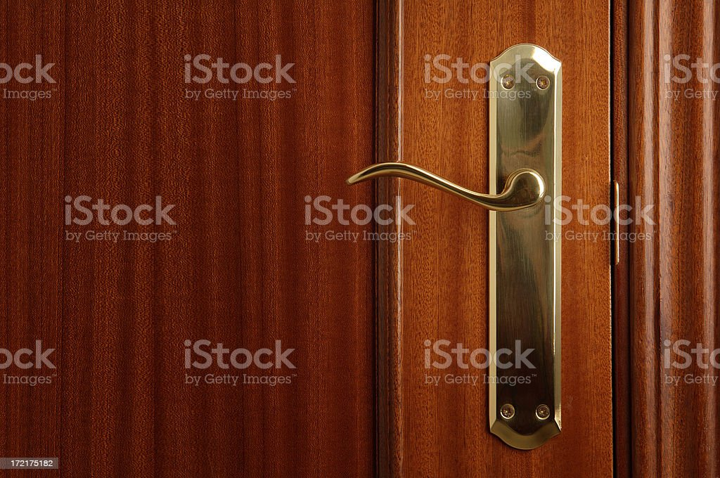 Cerradura dorada en una puerta royalty-free stock photo