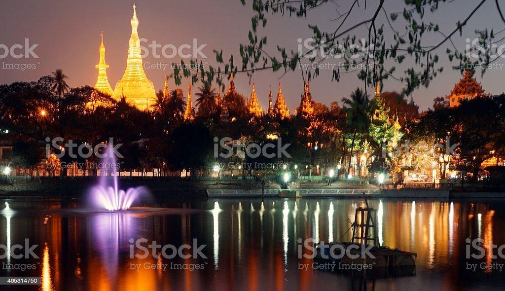 Złoty pagoda Shwe Dagon, Yangon Myanmar o zachodzie słońca zbiór zdjęć royalty-free