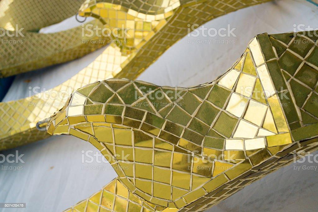 Or sculpture thaïe faite de pièces de verre photo libre de droits
