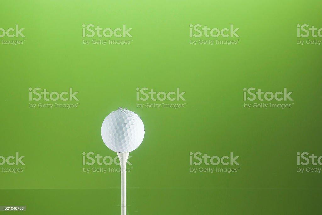 Golfball en agua foto de stock libre de derechos