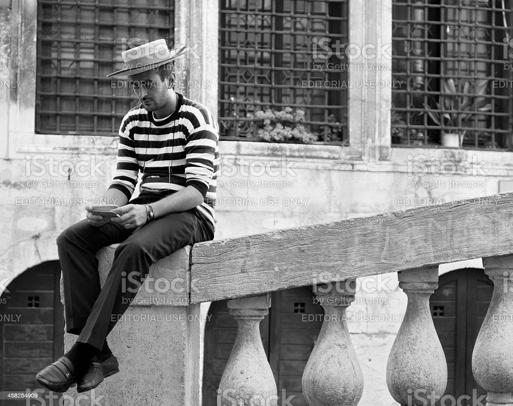 Gondoliere con telefonino a Venezia - Venice, gondolier with smartphone royalty-free stock photo