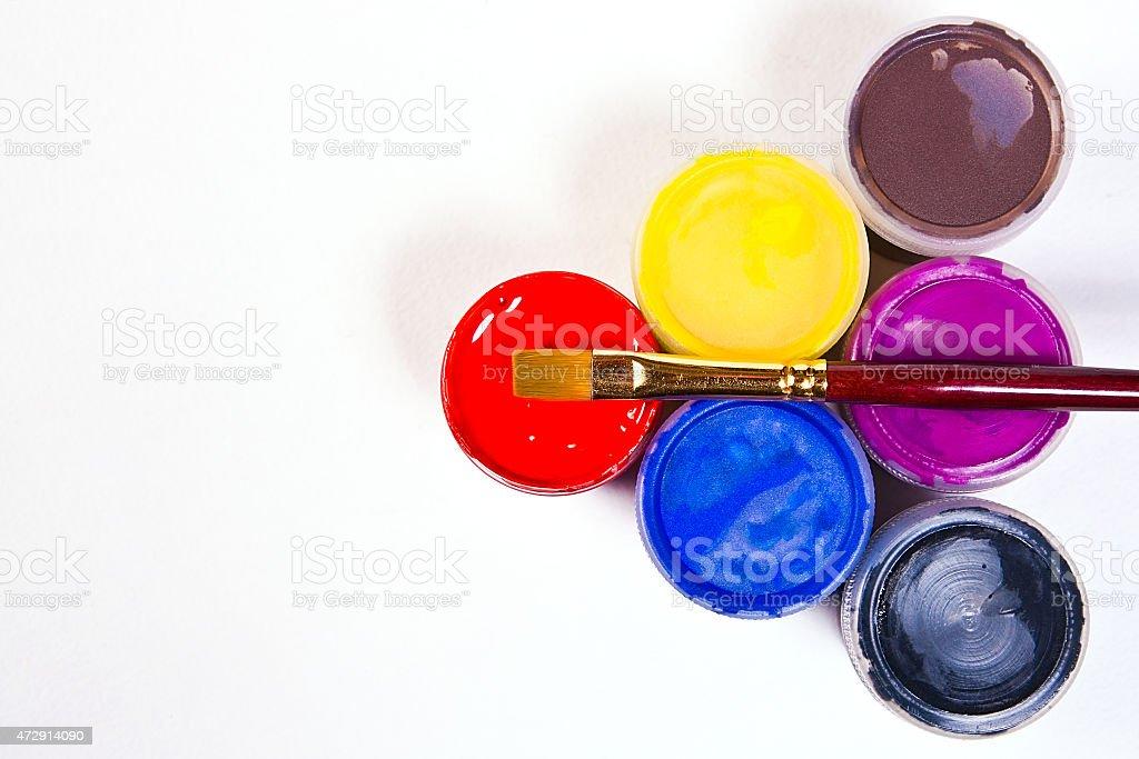 Gouache pinturas y pinceles foto de stock libre de derechos