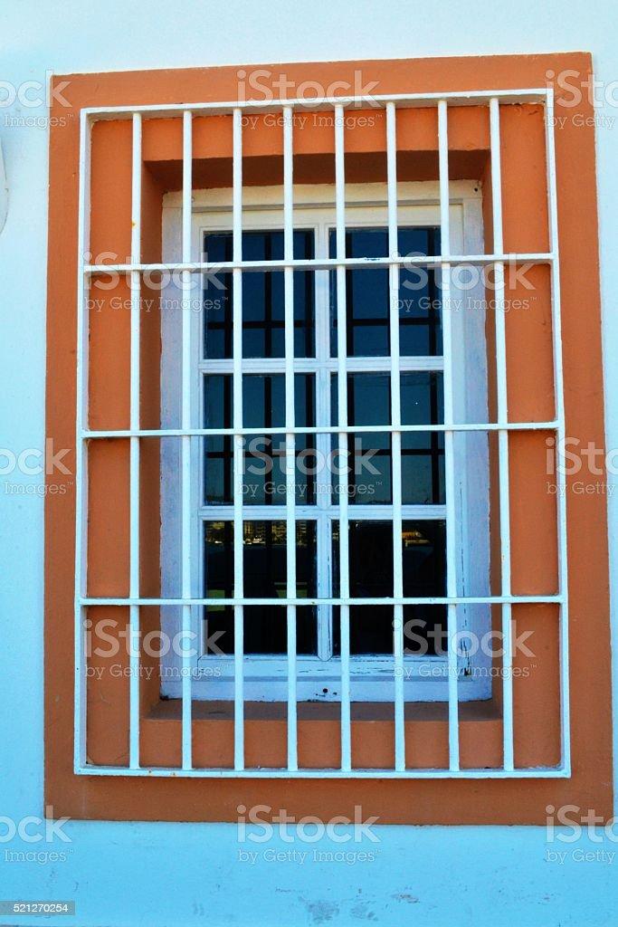 Grata di ferro alla finestra stock photo