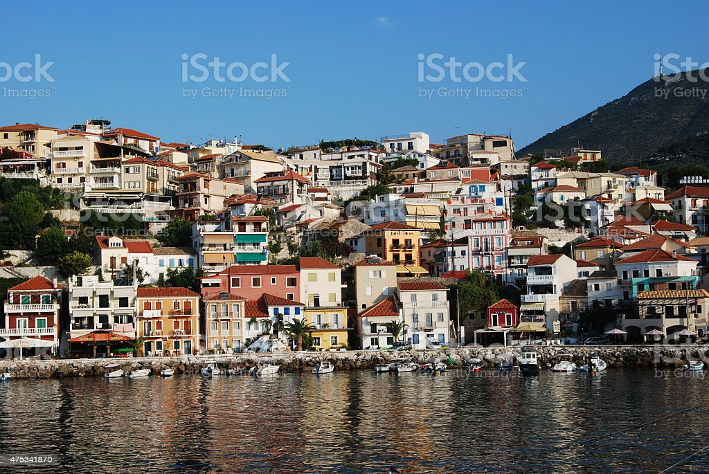 Villaggio greco sul mare foto stock royalty-free