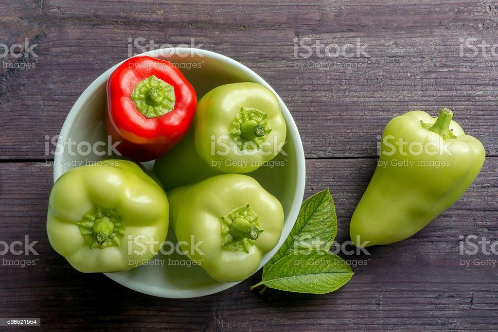 Verde e vermelho bell peppers foto de stock royalty-free
