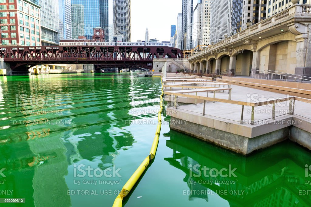 Green Chicago River and Walk, Wells Street Bridge stock photo