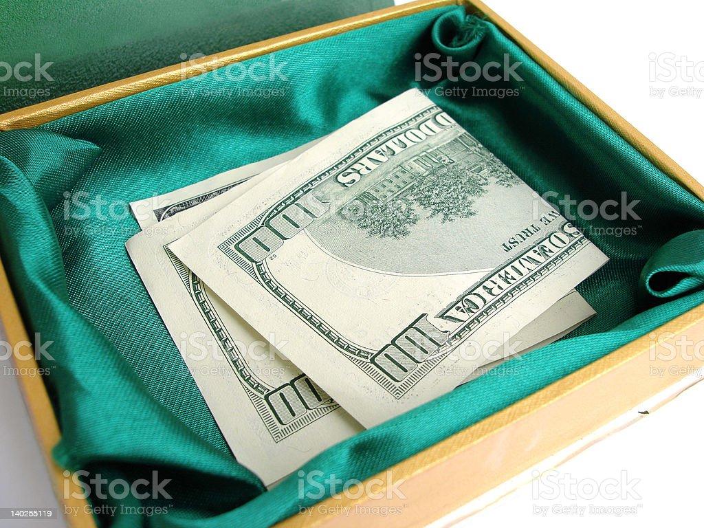 Verde pequena caixa com de Cem Dólares dos Estados Unidos foto de stock royalty-free